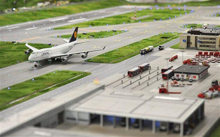 Макет аеропорту (15 фото)
