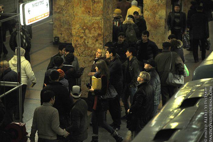 Нелегальний ринок в московському метро (17 фото)