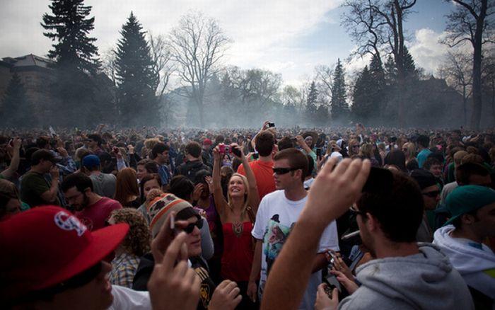 20 квітня в університеті Колорадо (24 фото)