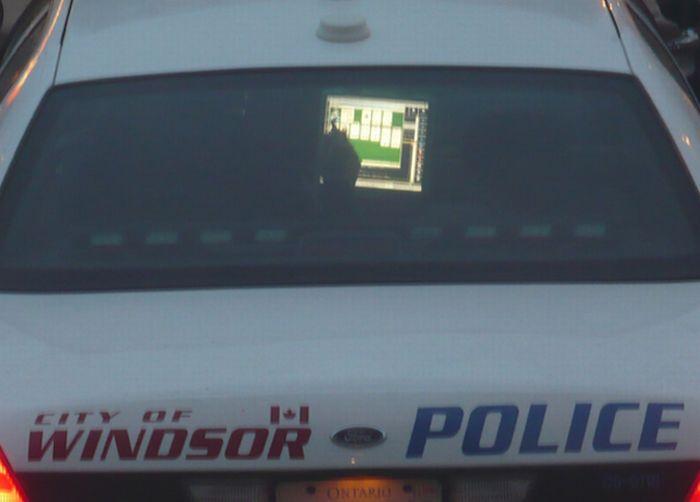Підбірка поліцейських, які грають в солітер під час роботи (9 фото)