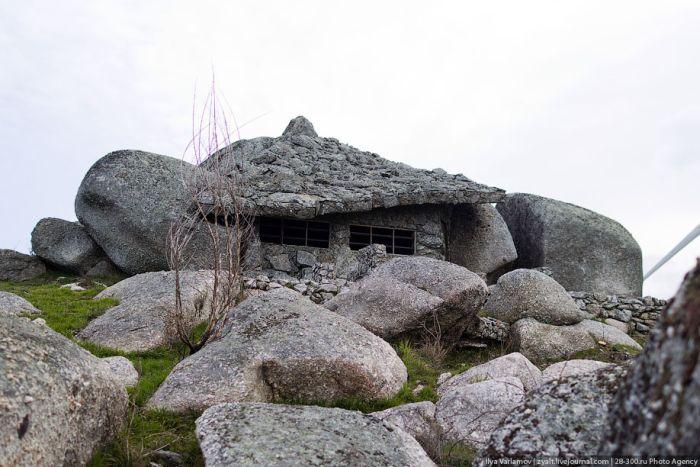 Казковий будинок всередині каменю (21 фото)