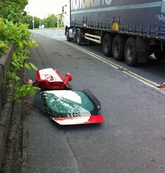 Аварія з участю Ferrari (8 фото)