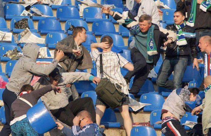 Футбольний матч в Самарі (8 фото)