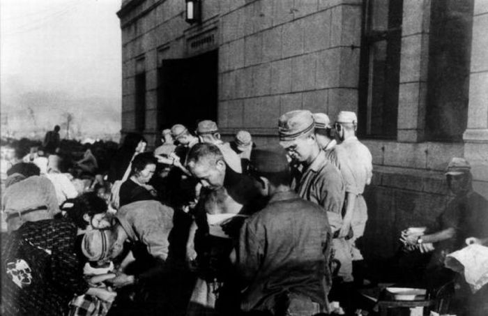 Після скидання атомної бомби на Хіросіму і Нагасакі (49 фото)