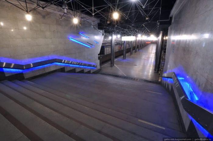 Космічна станція метро в Новосибірську (19 фото)