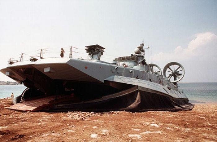 Корабель на повітряній подушці (26 фото)