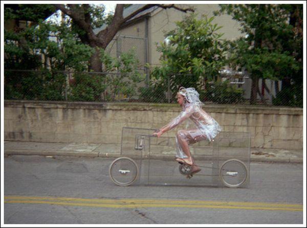 Невидимий велосипед (11 фото)