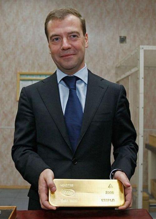 Задоволений Дмитро Медведєв (37 фото)