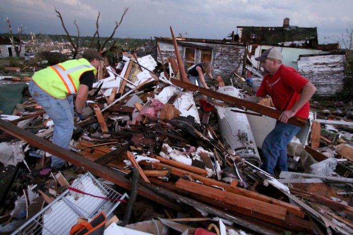 Жахливі наслідки торнадо у Міссурі (33 фото)