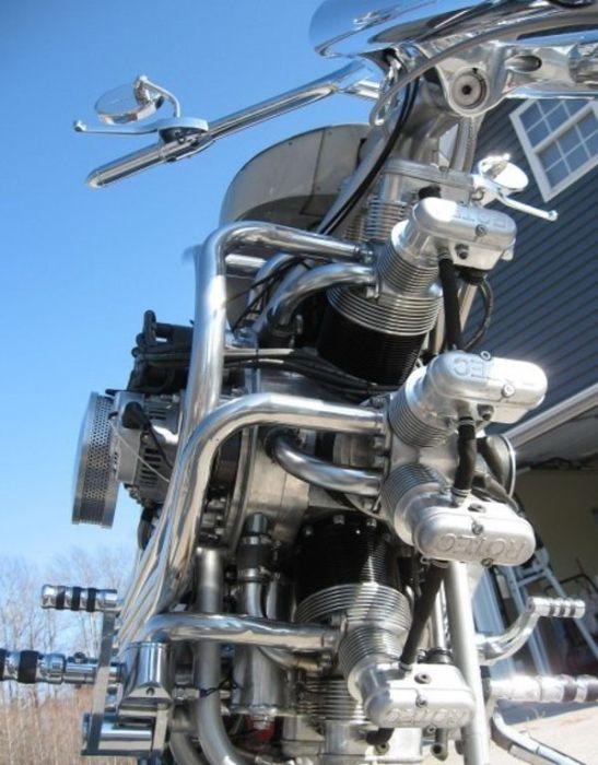 Байк з радіальним двигуном (7 фото)