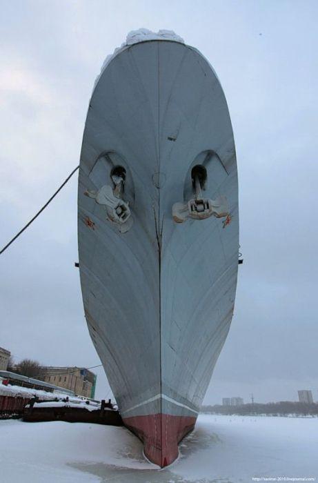 Корабель Дружний (30 фото)