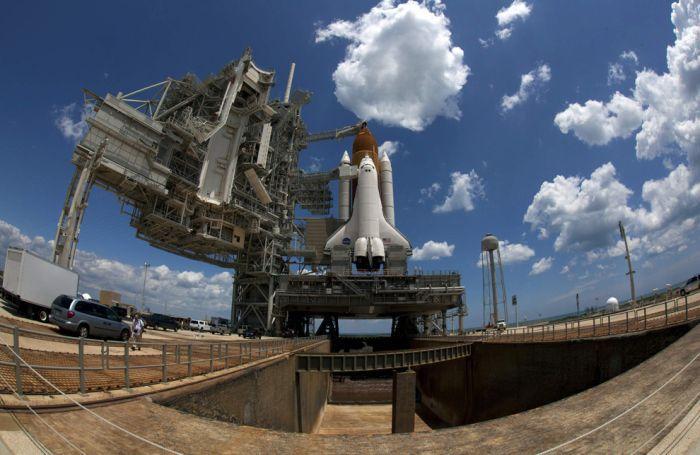 Запуск шатлу Індевор (19 фото)