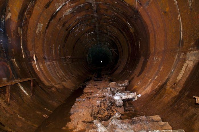 Занедбаний тунель (17 фото)
