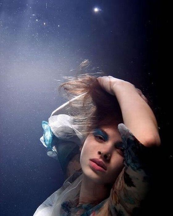 Дівчата під водою (14 фото)