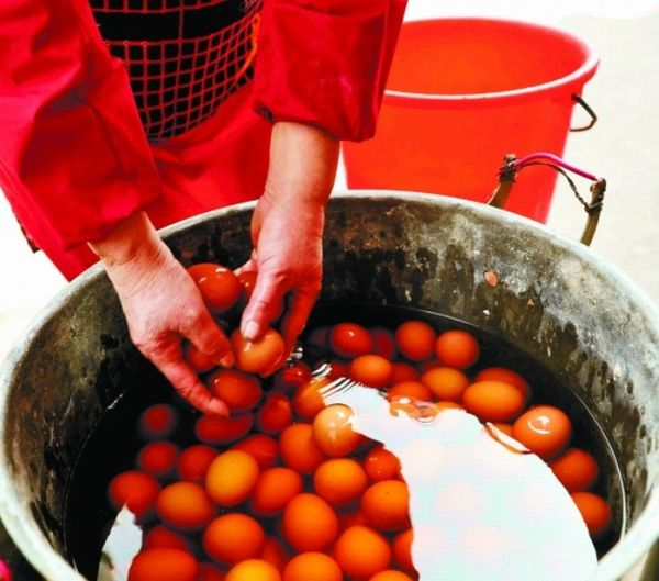 Яйця, зварені в сечі (4 фото)