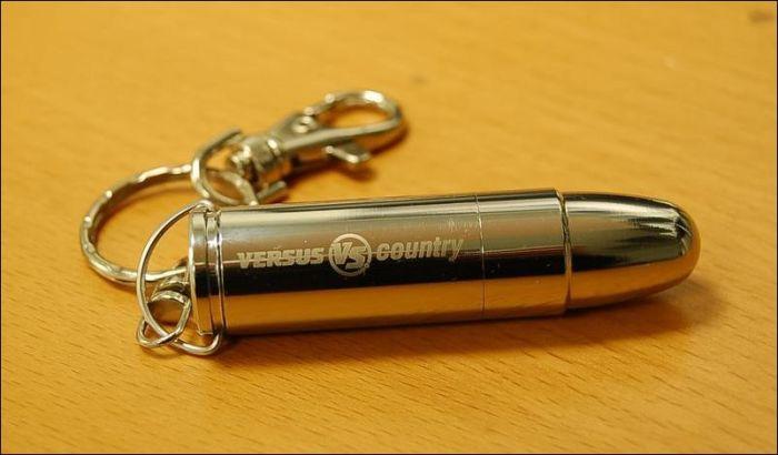 Креативні і дивні флешки USB (24 фото)