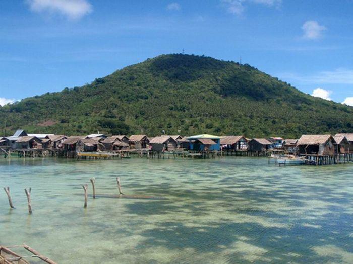 Село в океані (7 фото)