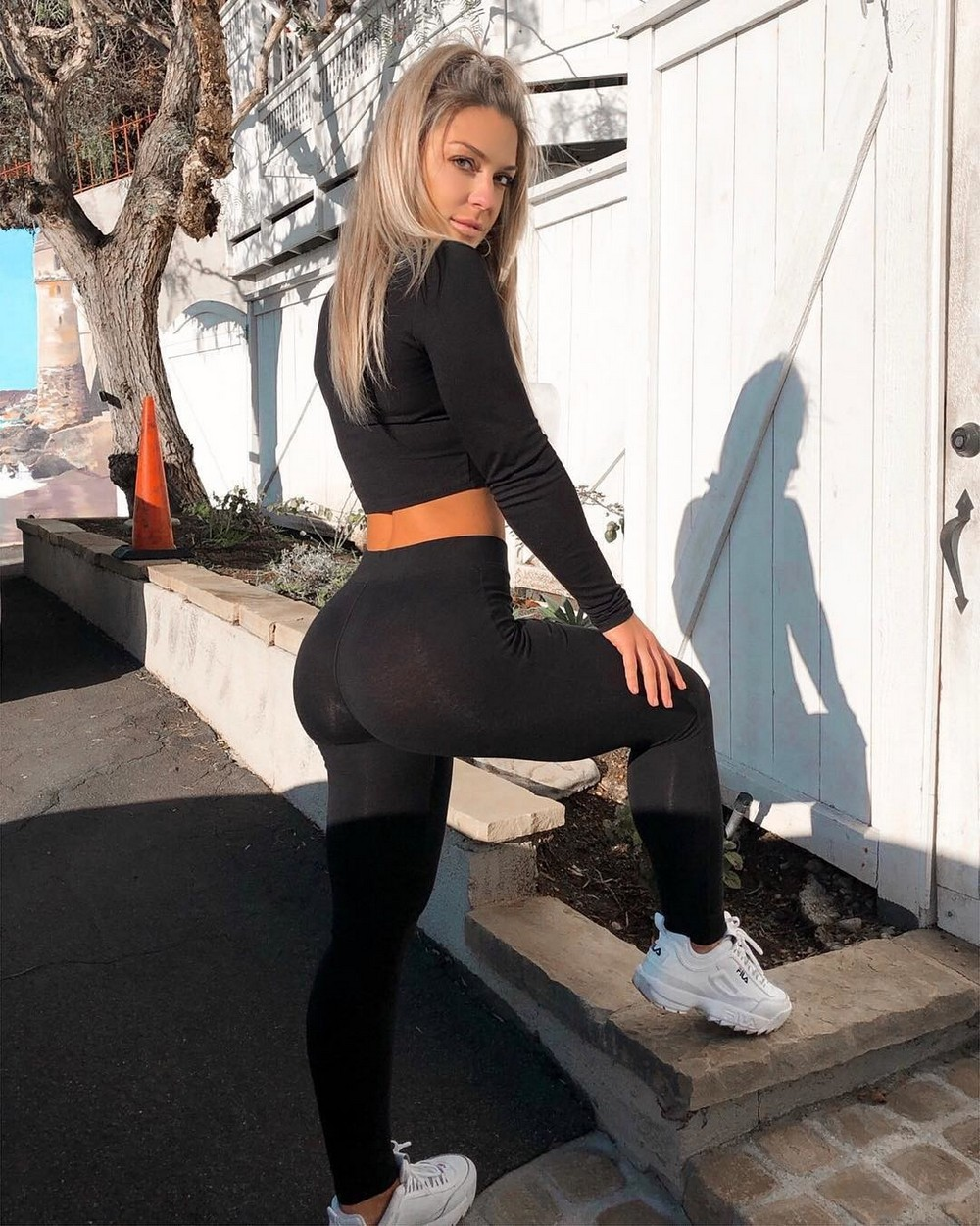Красивые девушки в в спортивной форме. Девушки