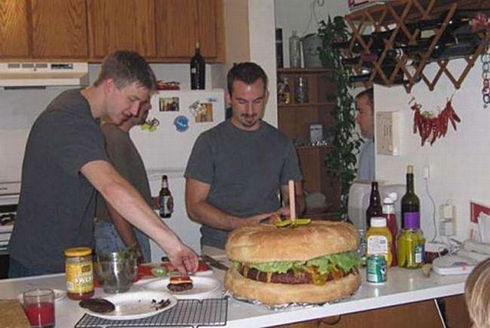 Секрет приготовления очень большого бургера Интересное