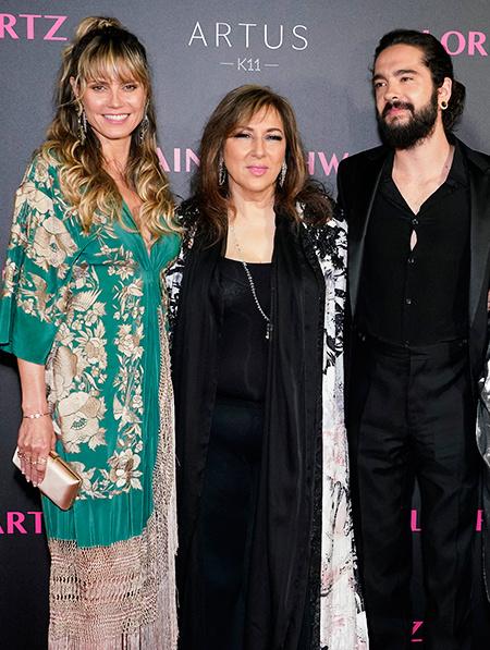 Хайди Клум в платье-кимоно продолжает подогревать слухи о беременности Звезды / Звездные пары
